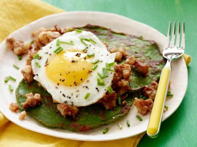 fn_st-patricks-day-spinach-pancakes-and-corned-beef-hash_s4x3-jpg-rend-hgtvcom-966-725
